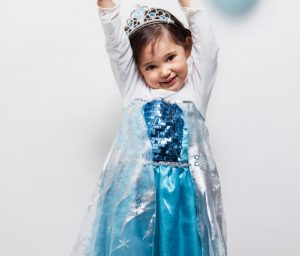 Elsa 00 300x256 - Bambina principessa
